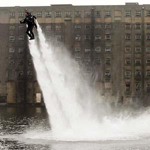Động cơ phản lực chạy bằng nước
