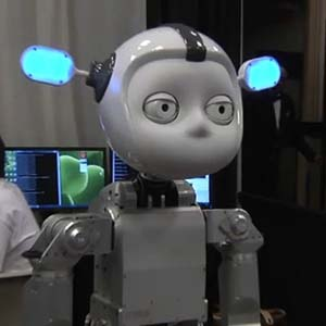 Bất ngờ với robot thông minh biết... hái hoa, chơi đàn