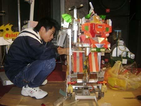 """Sáng chế ra """"Robot đa năng phục vụ nông nghiệp"""""""