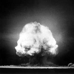 Hành trình công, tội của chất phóng xạ