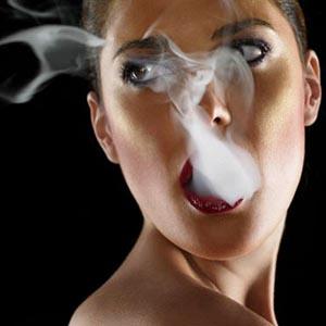 Hút thuốc lá làm tăng nguy cơ ung thư vú