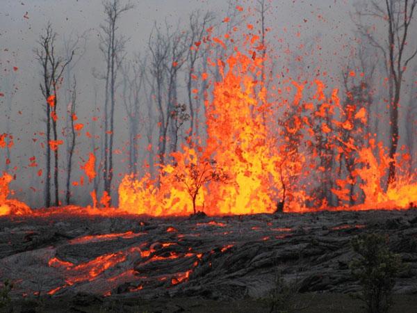 Núi lửa gầm gào không nghỉ suốt 29 năm