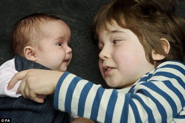 Cặp song sinh ra đời cách nhau 5 năm