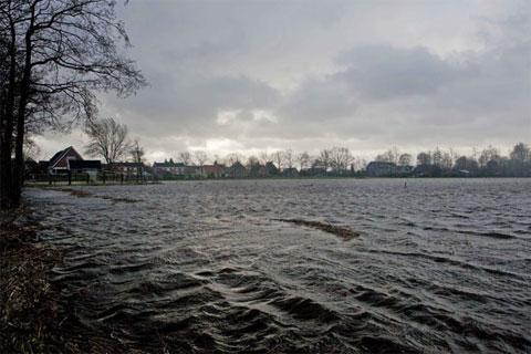 Lụt lội đe dọa Hà Lan