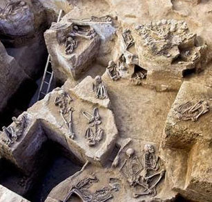 Phát hiện hầm chôn khỏa thân bí ẩn ở Peru