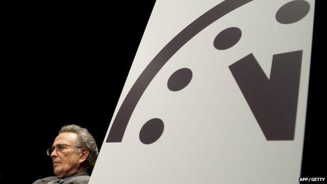 Đồng hồ Tận thế nhích thêm một phút