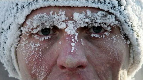Tuyết bám trên mặt người dân khu vực miền đông Nga