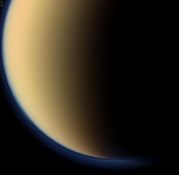 Mặt trăng sao Thổ giống Trái đất bất ngờ