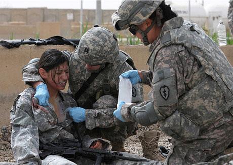 Bị thương và đổ máu trong lúc chiến đấu là viễn cảnh mà mọi binh sĩ phải chấp nhận.