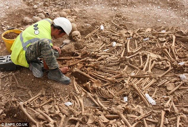 Bí ẩn danh tính của 54 bộ xương không đầu