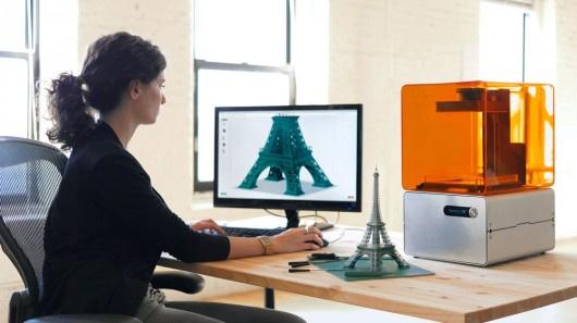 Máy in 3D Form 1 của hãng Formlab, một dự án thành công nhờ  gần 3 triệu USD đến từ trang quyên góp vốn cộng đồng Kickstarter.