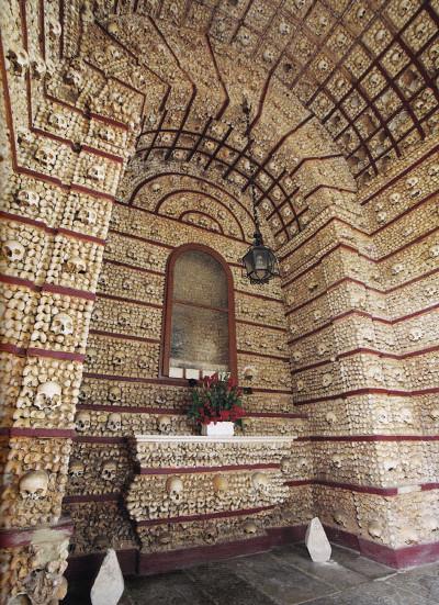 Nhà thờ từ xương người