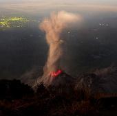Cận cảnh hoạt động của núi lửa