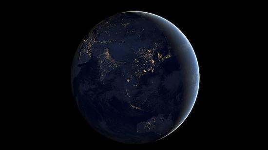 Trong tháng 12, NASA phát hành hình ảnh tổng hợp toàn cầu mới cho thấy phần đêm của Trái đất. Bức ảnh cho thấy ánh sáng từ đèn thành phố, cực quang, cháy rừng và phản xạ ánh trăng một cách chi tiết và tinh tế