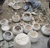 Cuốc ruộng, đào được bình cổ nghìn tuổi