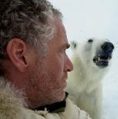 45 phút đáng sợ đối mặt hàm răng gấu Bắc cực