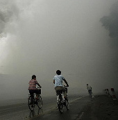 Không khí ô nhiễm làm phụ nữ ngu đi
