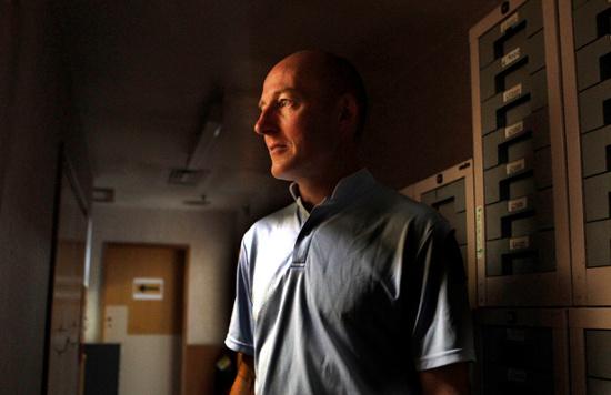 Cảnh sát Gary Malzard thường xuyên nghe thấy những tiếng động lạ trong đồn Hornby.