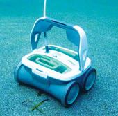 Robot làm vệ sinh cho hồ bơi