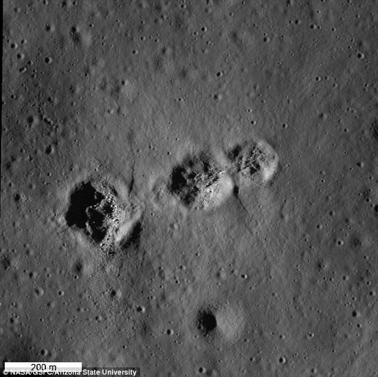 Hố trên mặt trăng