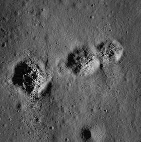 Cận cảnh 3 hố bí ẩn trên Mặt trăng