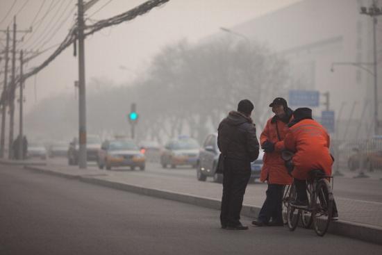 Phóng viên BBC cho biết không khí ở Bắc Kinh vào ngày hôm qua có mùi bụi than và khói xe.
