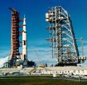 NASA rao bán thiết bị tàu vũ trụ con thoi