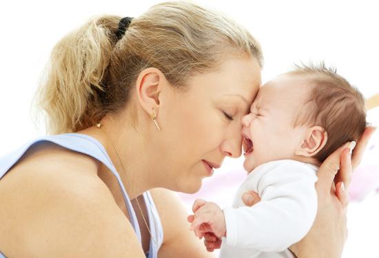 Trẻ sơ sinh hay khóc có thể là do lượng vi khuẩn bất thường trong ruột