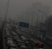 Bầu trời Trung Quốc tối sầm vì ô nhiễm