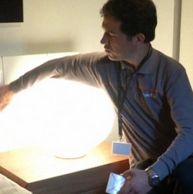 Bật đèn bằng gỗ cảm ứng