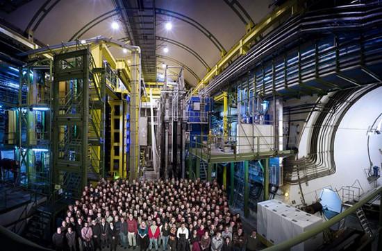 Mục đích chính của LHC là phá vỡ những giới hạn và mặc định của mô hình chuẩn, những lý thuyết cơ bản hiện thời của vật lý hạt.