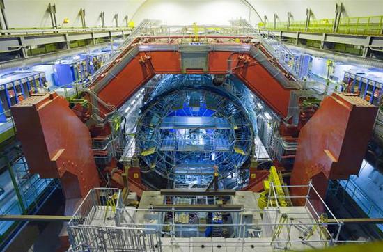 Máy gia tốc hạt lớn được chế tạo bởi Tổ chức nghiên cứu hạt nhân Châu Âu (CERN),…