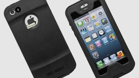 """Vỏ bảo vệ Seidio OBEX sẽ giúp chiếc iPhone 5 của người dùng có thể """"lặn"""" trong nước."""