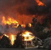 Video: Bão lửa khiến con người bạt vía