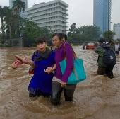 """Indonesia muốn """"đuổi"""" mưa để giảm lũ"""