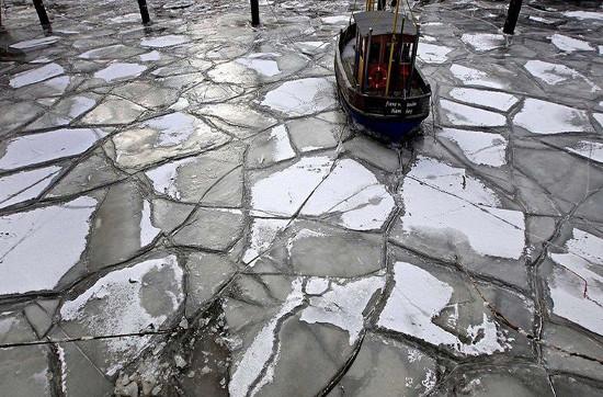 Băng tuyết là hình ảnh đặc trưng của mùa đông xứ sở Bạch Dương.