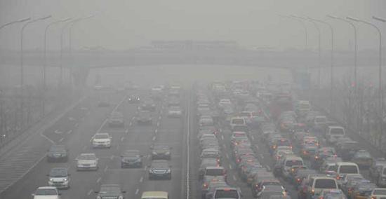 Tầm nhìn xa ở nhiều khu vực trong thành phố Bắc Kinh giảm xuống dưới 100m vì khói mù vào ngày 29/1.