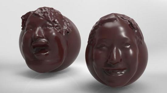 Mô hình nhựa sẽ là khuôn mẫu cho khuôn silicon  để tạo ra các phiên bản mặt người bằng socola.