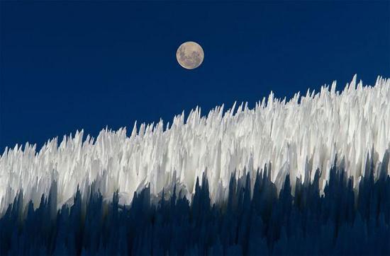 Cột tuyết dưới mặt trăng