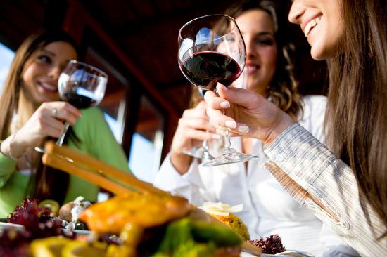 Rượu gây ra sự ức chế não bộ con người đặc biệt là ở lứa tuổi thanh niên.