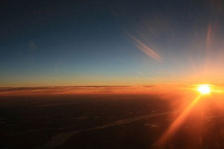Mặt trời mọc sớm không phải vì xuân thay đổi
