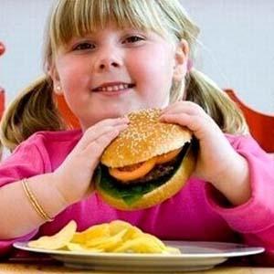 Ăn nhiều đồ ăn nhanh, chỉ số IQ trẻ em thấp