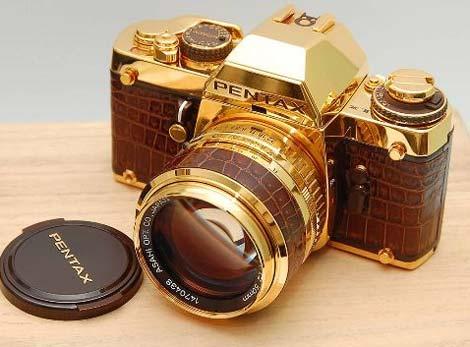 Các đồ vật dát vàng luôn thể hiện sự giàu có và có vẻ đẹp lộng lẫy.