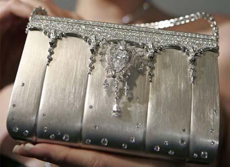 Chiếc xắc tay làm bằng bạch kim của nhà kim hoàn Ginza Tanaka có giá 1.422.122 Euro.