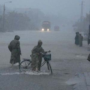 Tìm giải pháp khắc phục lũ lụt kéo dài ở miền Trung
