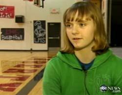 Cô bé 14 tuổi đột nhiên thuận tay trái sau cú va đầu