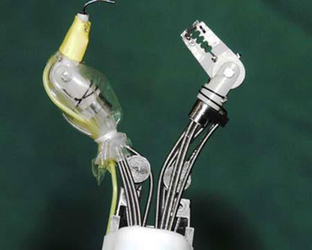 """Robot """"cua"""" giúp cắt sạch mô ung thư dạ dày"""