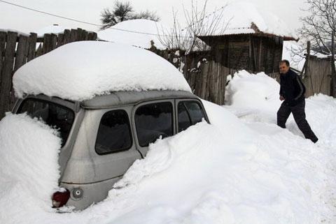 Hơn 11000 người kẹt trong tuyết