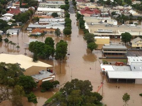 Thị trấn Moree của bang New South Wales đã bị chia làm đôi do lụt. Hơn 600 người ở Moree đã đăng ký chỗ ở tạm trú khi nước sông Mehi chảy qua đây dâng cao hôm 3/2.