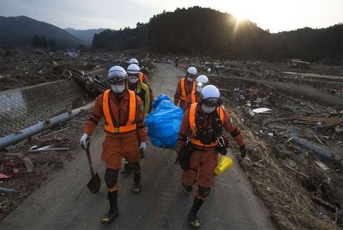 Nhật Bản vẫn tìm kiếm nạn nhân sóng thần